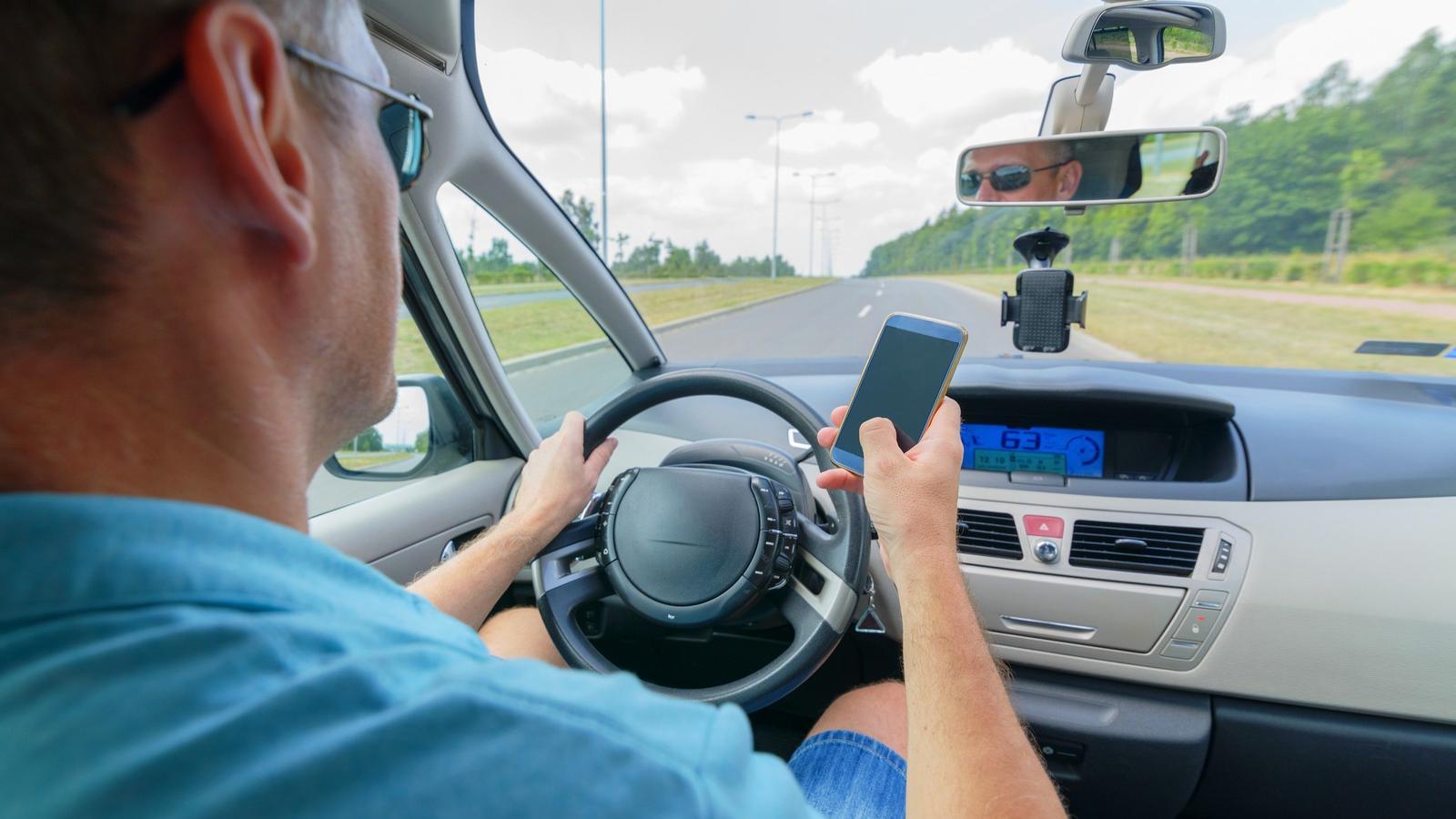 fogyni vezetés közben)