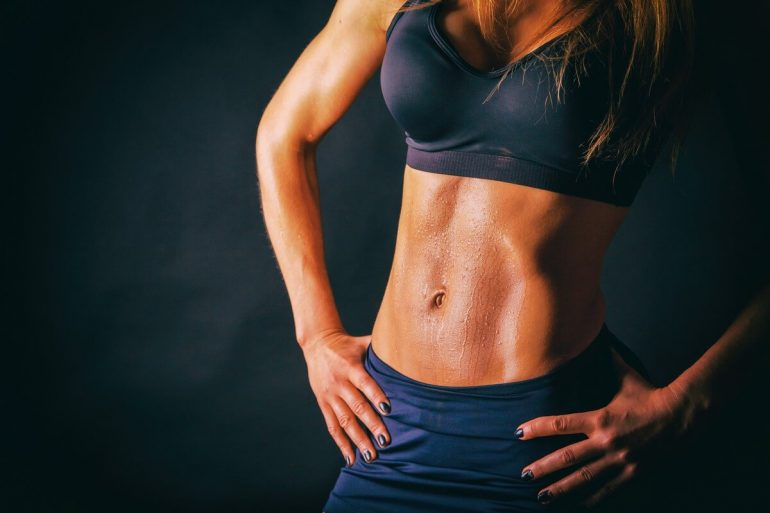 A brutálisan magas szintű mellkasi és tricepsz edzés