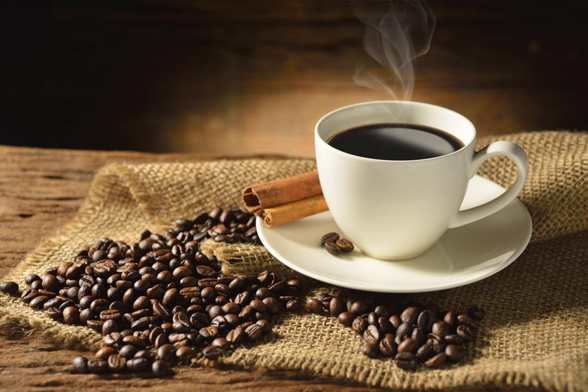 fogyni kávét inni