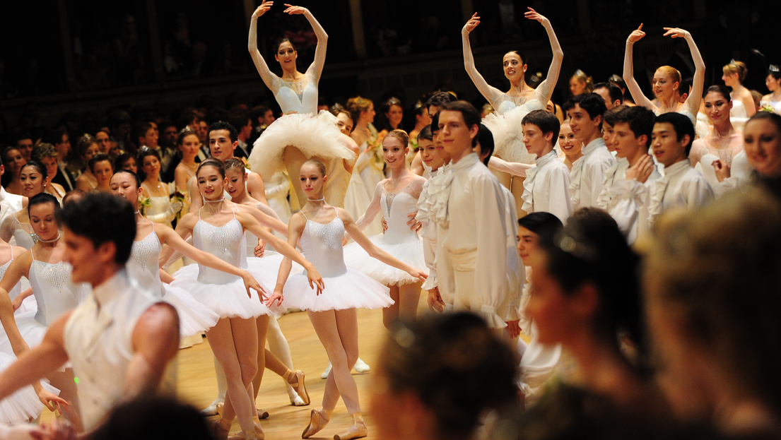 Botrány a bécsi balettnél: cigivel a fogyásért | Euronews